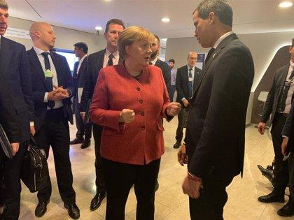 Guaidó se reúne con Merkel en el Foro de Davos