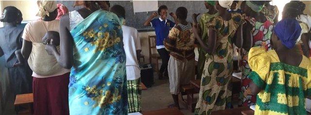 Un programa de autoayuda de la OMS logra reducir la angustia de la población durante crisis humanitarias