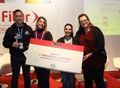 Purina dona una tonelada de alimentos a SOS PPP-Los Barrios, la protectora de animales Premio Travelguau 2019