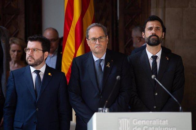 Quim Torra flanqueado por Pere Aragonés y Roger Torrent, de ERC