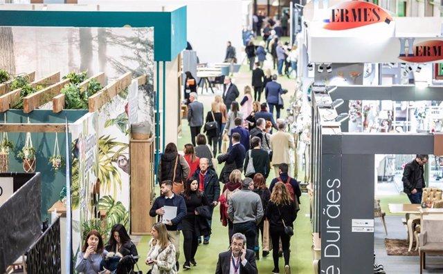 La Feria del Mueble recibe un gran número de visitantes en su tercera jornada.