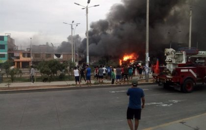 Aumentan a ocho los fallecidos por al explosión de un camión con gas en Lima