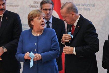 Erdogan avisa ante Merkel de que el conflicto libio podría extenderse por el Mediterráneo
