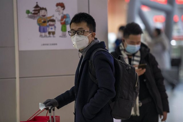 January 24, 2020 - Shanghai, China: Commuters at the long distance bus terminal at South Shanghai Railway Station wear protective face masks in wake of the coronavirus outbreak.