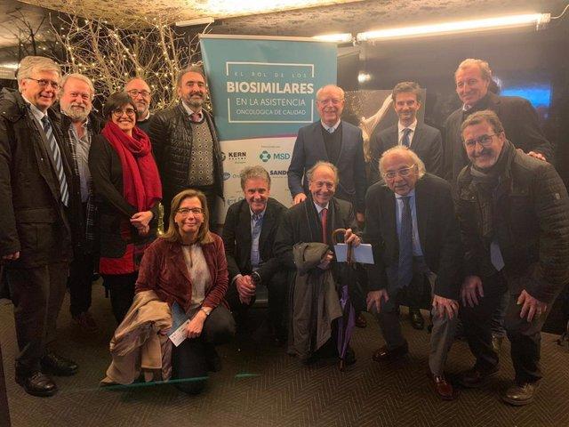 Foto de familia de la la jornada 'El rol de los biosimilares en la asistencia oncológica de calidad', organizada por la Fundación ECO.