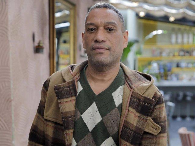 Elio Valderrama, marido de Mariñas, explica el problema que tuvo en Santo Domingo el periodista con el pasaporte