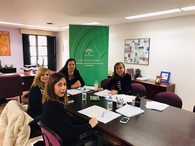 El IAM se reúne con un centenar de asociaciones de mujeres y entidades y les anuncia nuevas basese para las subvenciones