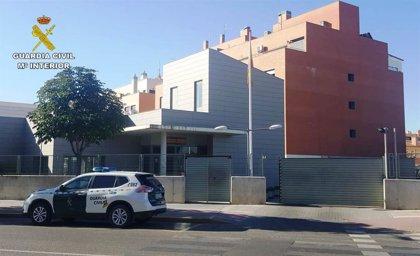 Detienen a un hombre tras ser sorprendido cuando huía de un establecimiento en el que había robado en Azuqueca
