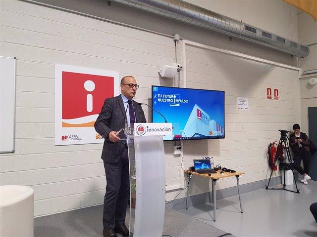 El consejero de Educación de Aragón, Felipe Faci, presenta las jornadas de digitalización.