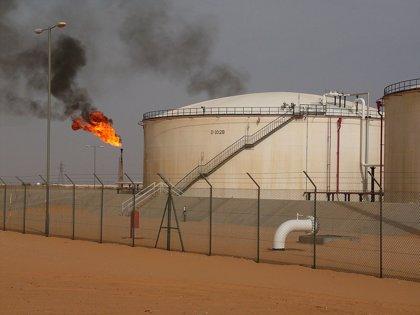 """La petrolera libia avisa del colapso de su producción de crudo """"en cuestión de días o semanas"""""""
