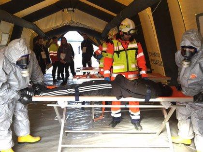 El 061 participa en Linares  en un simulacro para atender a víctimas de un accidente químico