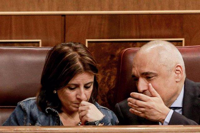 La portavoz parlamentaria del PSOE, Adriana Lastra y el secretario general del Grupo Socialista, Rafael Simancas
