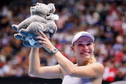 Wozniacki echa el cierre en un día sufrido para Federer y amargo para Osaka y Serena