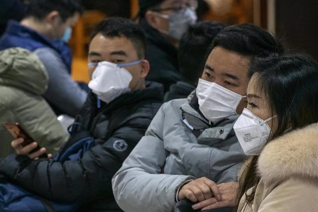 January 24, 2020 - Shanghai, China: Commuters at South Shanghai Railway Station wearing protective face masks in wake of the coronavirus outbreak. Yesterday the Chinese government took the unprecedented step of quarantining the entire city of Wuhan (pop
