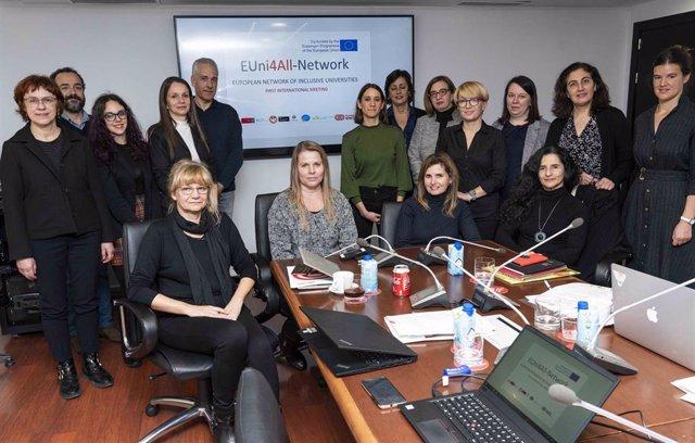 Representantes de las ocho organizaciones y universidades que forman el grupo motor de la Red Europea de Universidades Inclusivas, cuya primera reunión ha acogido la Fundación ONCE en Madrid.