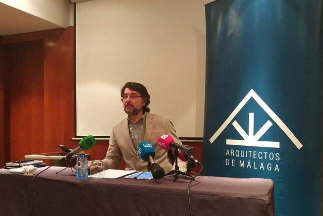 El decano del Colegio de Arquitectos, Francisco Sarabia, presenta el balance de las viviendas visadas y terminadas durante 2019 en la provincia.