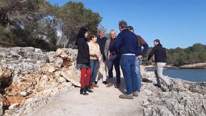 Representantes del Consell visitan los daños provocados por la borrasca 'Gloria' en Santanyí