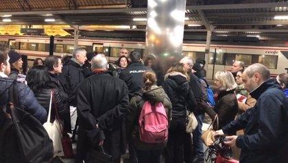 La Policía identifica a una usuaria que protestaba por retrasos de su Cercanías en la Estación del Norte