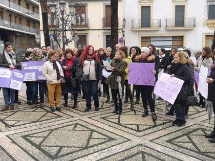 """El PSOE se suma y apoya la concentración del tejido asociativo de mujeres de Huelva ante """"el abandono"""" de la Junta"""