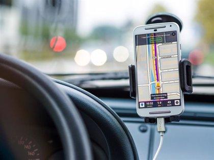 Desarrollan un sistema GPS con IA para actualizar mapas y ubicar a los conductores en el carril correcto