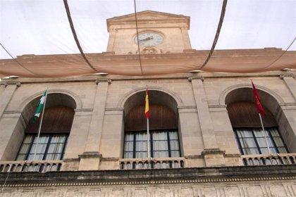 """PP, Cs y Vox insisten en rebajar impuestos en Pleno de Sevilla, mientras Gaya defiende el modelo fiscal """"bien diseñado"""""""