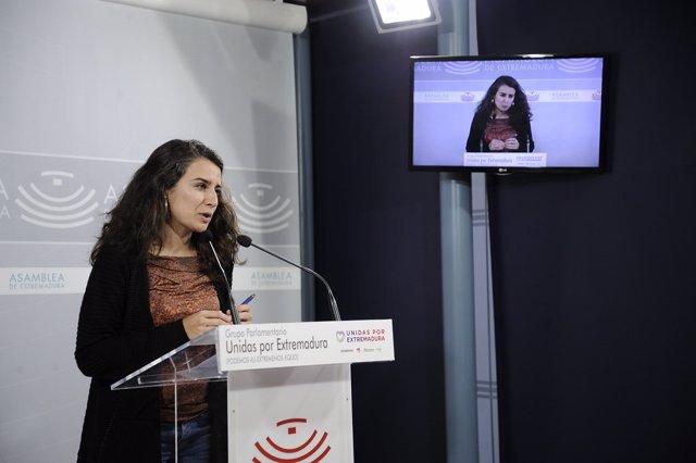 Irene de Miguel (Unidas por Extremadura) en rueda de prensa tras la aprobación de los PGEx 2020