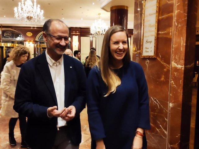 Melisa Rodríguez junto a Luis Fuentes antes de la asamblea de Ciudadanos en Salamanca