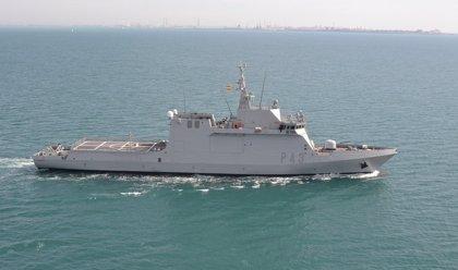 Defensa envía el buque 'Relámpago' para colaborar en la búsqueda de los seis pescadores durante la noche