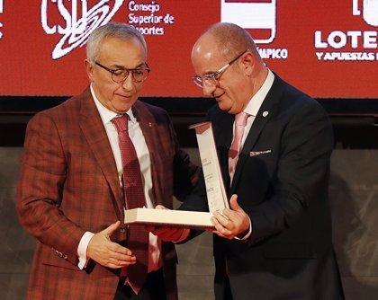 Alejandro Blanco recibe la Placa de Oro de la Federación Española de Patinaje en su gala anual