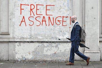 Assange vuelve con el resto de presos de la cárcel de Belmarsh tras abandonar el régimen de aislamiento