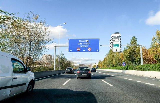Carretera de Madrid con poco tráfico horas antes del comienzo de la operación salida del puente de la Constitución, en Madrid a 5 de diciembre de 2019.
