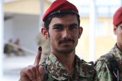 La comisión electoral afgana retrasa doce días el resultado de las apelaciones sobre posible fraude