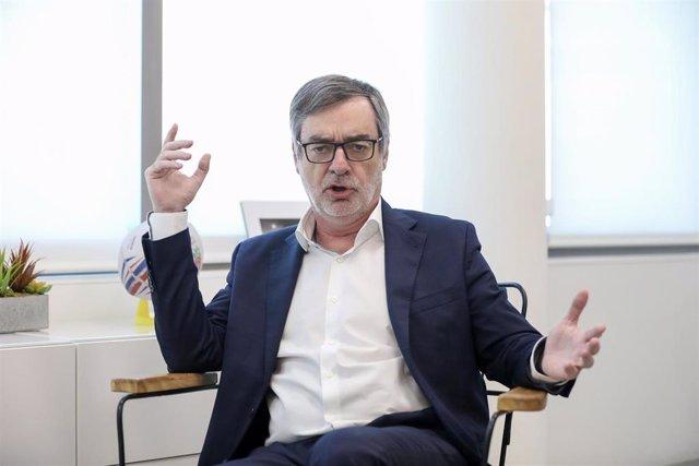 El secretario general de la Gestora de Ciudadanos, José Manuel Villegas, en su despacho en la sede del partido durante la entrevista con Europa Press.