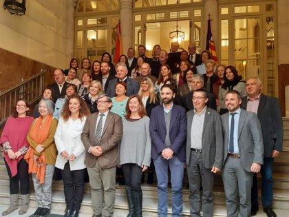 """Armengol agradece a las Comunidades Baleares fuera del territorio que """"mantengan vivas raíces, emociones e identidades"""""""