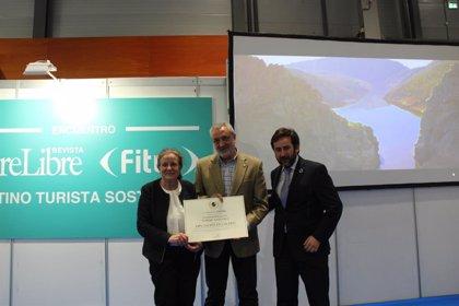 La Diputación de Cáceres recibe un reconocimiento en Fitur por su compromiso con el turismo sostenible