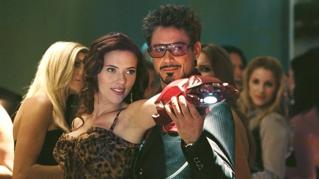 Scarlett Johansson y Robert Downey Jr. En Iron Man 2