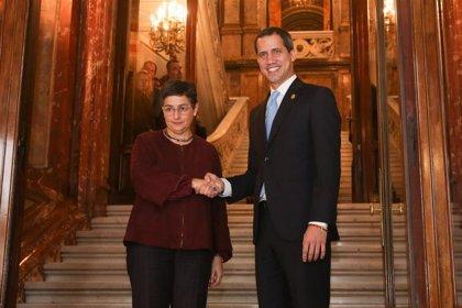 González Laya asegura a Guaidó el pleno respaldo del Gobierno y su deseo de contribuir a elecciones