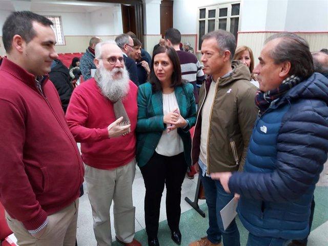 En el centro, Esther Peña, secretaria provincial del PSOE de Burgos, a su izquierda, Ander Gil, portavoz del PSOE en el Senado, y a su derecha el diputado Agustín Zamarrón.