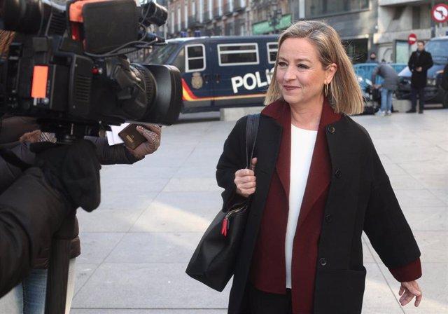 La diputada de Coalición Canarias, Ana Oramas, a su llegada al Congreso de los Diputados en el día de la segunda votación para la investidura del candidato socialista a la Presidencia del Gobierno, en Madrid (España), a 7 de enero de 2020.
