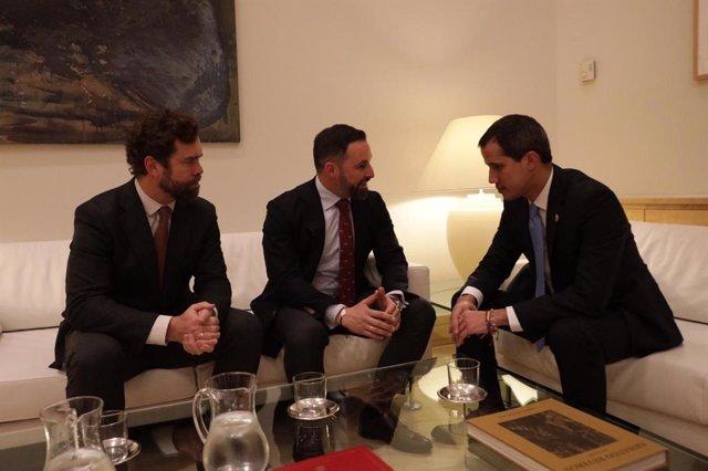 Santiago Abascal e Iván Espinosa se reúnen con Juan Guaidó en el Ayuntamiento de Madrid.