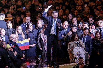 """Guaidó llama a la """"acción"""" en un encuentro con la diáspora venezolana en la Puerta del Sol"""