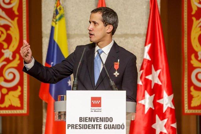 El presidente de la Asamblea Nacional Venezolana, Juan Guaidó, en el acto de la Comunidad de Madrid donde recibe la Medalla Internacional de la Comunidad de Madrid, en Madrid a 25 de enero de 2020
