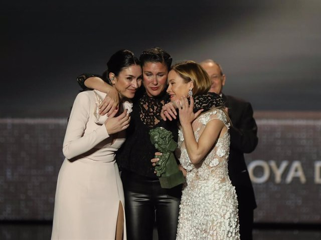 Las hijas de Marisol María Estevez y Celia Flores recogen el Goya de Honor   durante la XXXIV edición de los Premios Goya, en Málaga (Andalucía, España), a 25 de enero de 2020.
