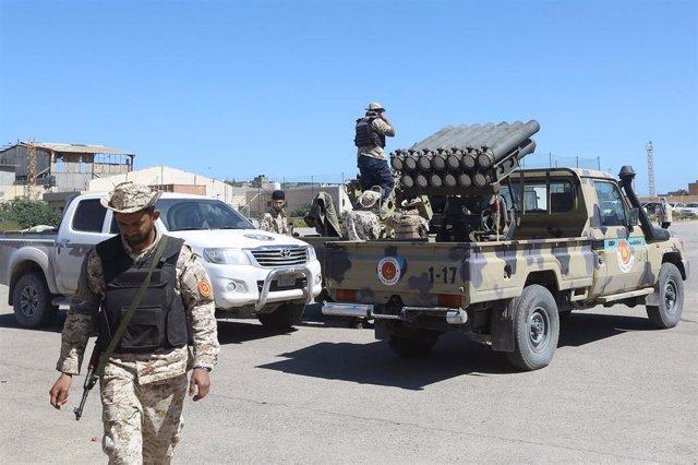 Milicianos de un grupo armado de Misrata que apoya al Gobierno reconocido internacionalmente en Libia.