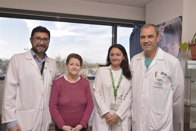 El Hospital Reina Sofía realiza por primera vez una extracción de lóbulo pulmonar mediante cirugía robótica.