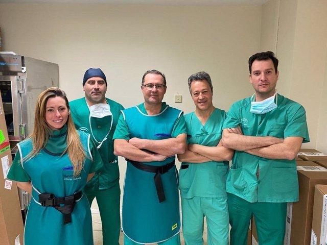 El Hospital Puerta del Mar realiza un implante de válvula aórtica mediante un abordaje poco frecuente.
