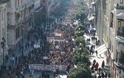Miles de personas se manifiestan por la sanidad pública en Sevilla, Granada, Cádiz y Málaga