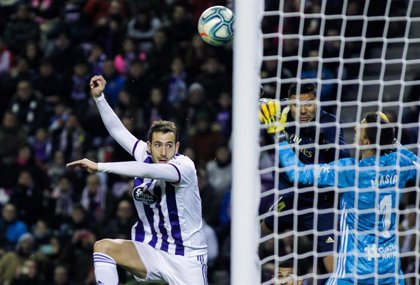 Nacho da un trabajado liderato al Real Madrid