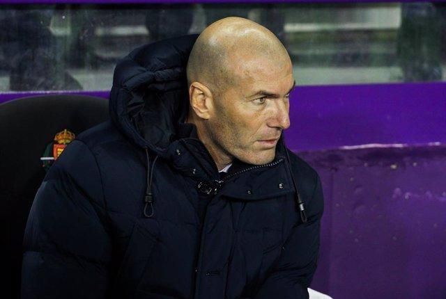 """Fútbol.- Zinédine Zidane: """"El liderato no cambia nada, queda mucha Liga"""""""