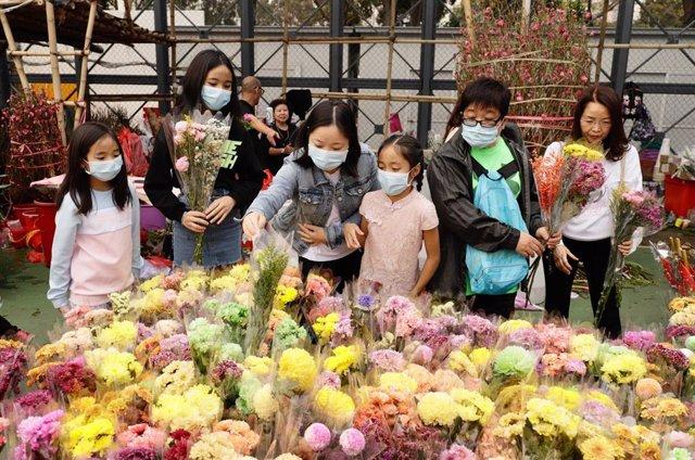 Las autoridades sanitarias han recomendado el uso de mascarillas, entre otras medidas higiénicas, para evitar contagiarse con el coronavirus, que ya afecta a toda China y varios países del mundo, como Corea del Sur, Australia, Francia, o Estados Unidos.